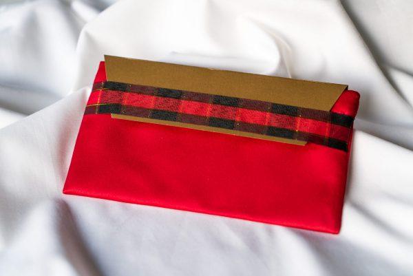 Червено-с-лента-каре